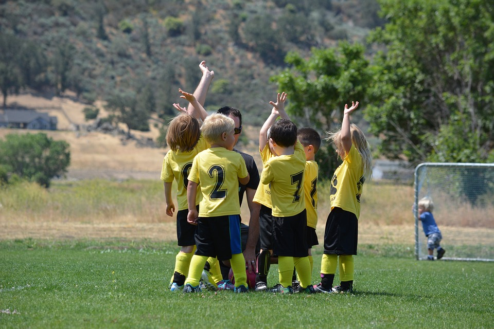 10 Way to Teach Your Kids to Be a Good Sport